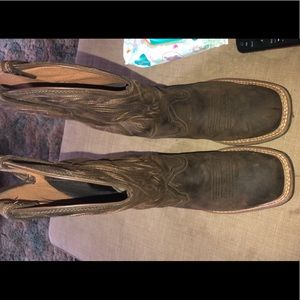 Men's ariat boots. Waterproof. Basically new.